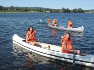 Åka kanot på klassresa